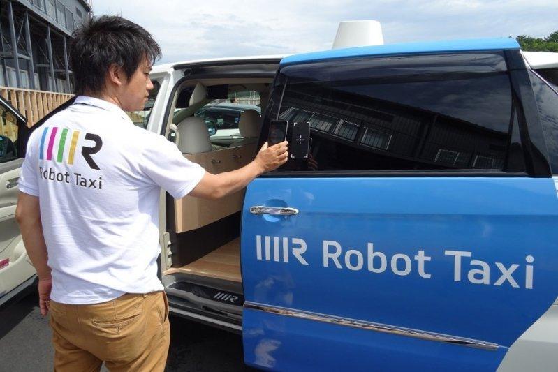"""Японські автоконцерни витратять більше 25 млрд доларів на створення безпілотних """"тачок"""""""