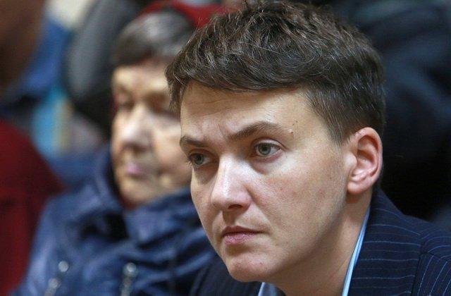 У Миколаєві Надію Савченко зустріли яйцями
