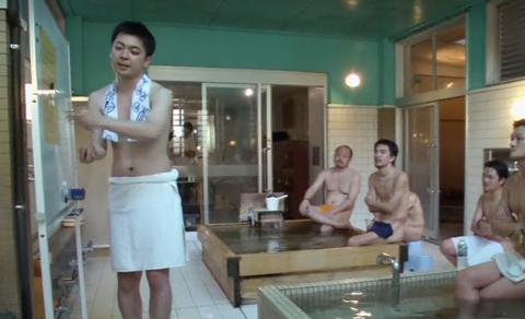 В Токио лекции проводят в бане, обнародовано видео