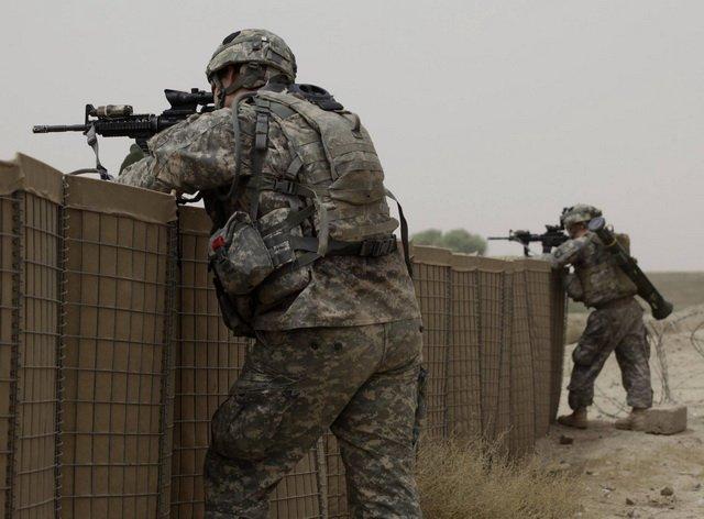 Військовослужбовці строкової служби вправляються на стрільбах (ВІДЕО)