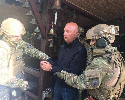 """Аваков показав, як виглядають """"кишенькові"""" $3,8 млн, конфісковані у екс-губернатора Луганщини"""