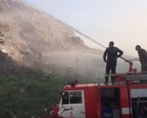 Под Полтавой горит свалка, обнародовано видео