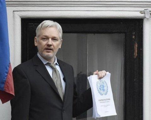 Джулиан Ассанж рад «важной победе», но лондонское посольство Эквадора не покидает