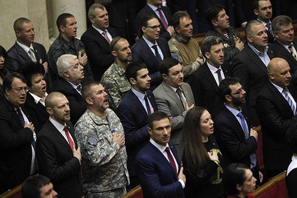 Неспроможні депутати не змогли проголосувати санкції проти Януковича