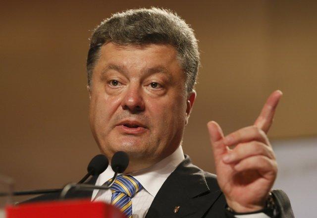 Порошенко пообещал «серьёзные трудности» обладателям российских паспортов