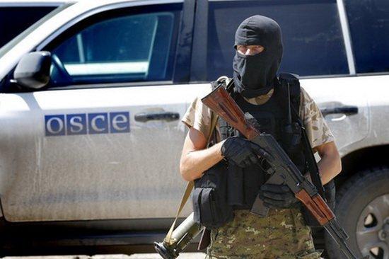 Боевики обстреляли сотрудников Красного креста