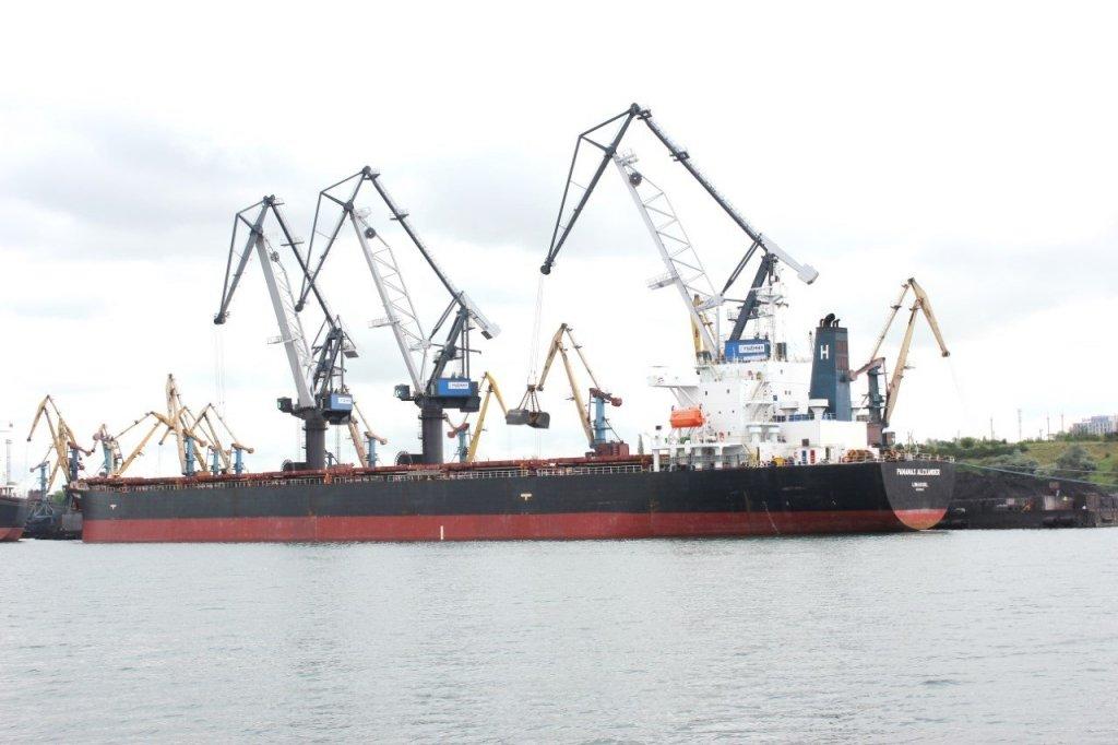 """У одеському порту по-""""стахановськи"""" розвантажили 75 тис тон вугілля з Африки"""