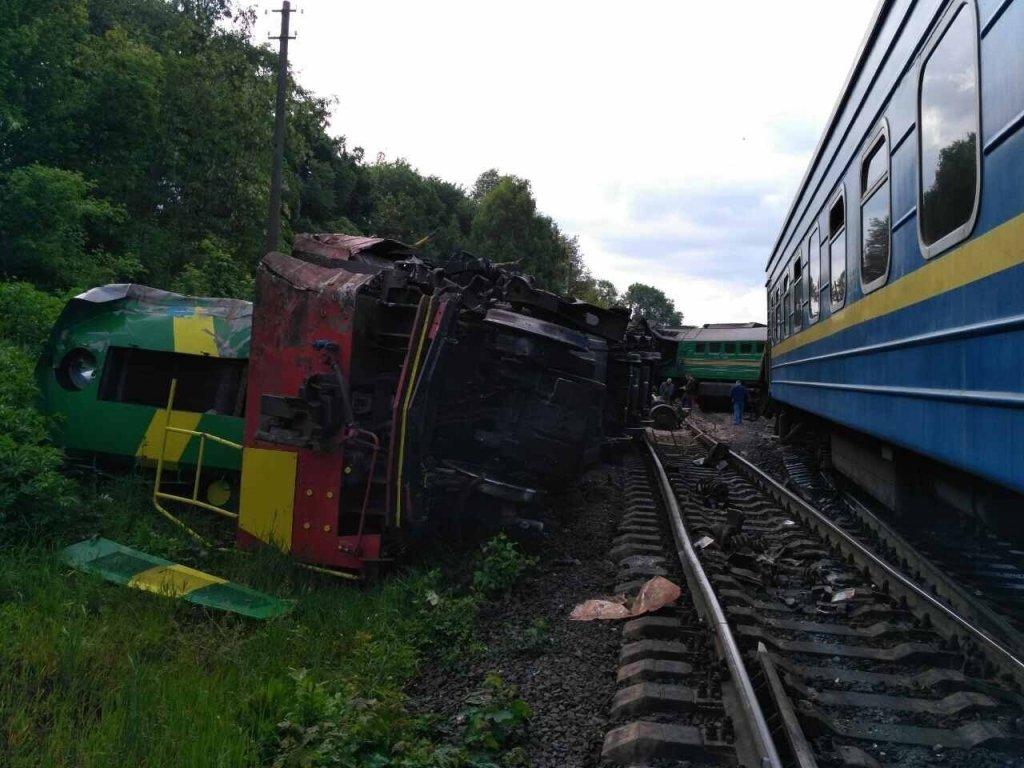 """""""Людський фактор"""": """"Укрзалізниця назвала ймовірні причини зіткнення двох потягів"""