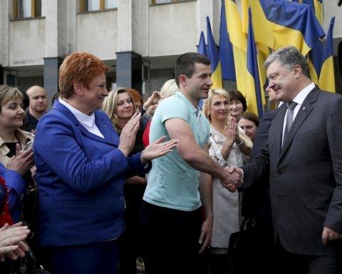 Порошенко предложил АТОшнику из Луцка место в президентском самолете