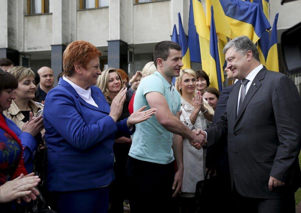 Порошенко звільнив АТОшнику з Луцька місце у президентському літаку