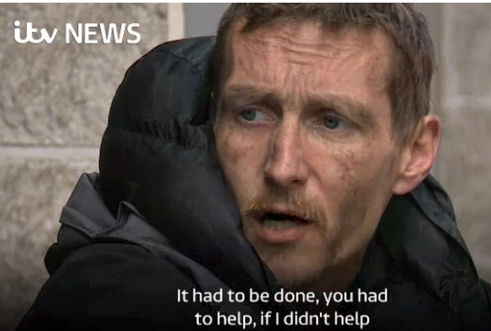 Господар футбольного клубу оплатив житло бомжу з Манчестера, який рятував дітей після теракту
