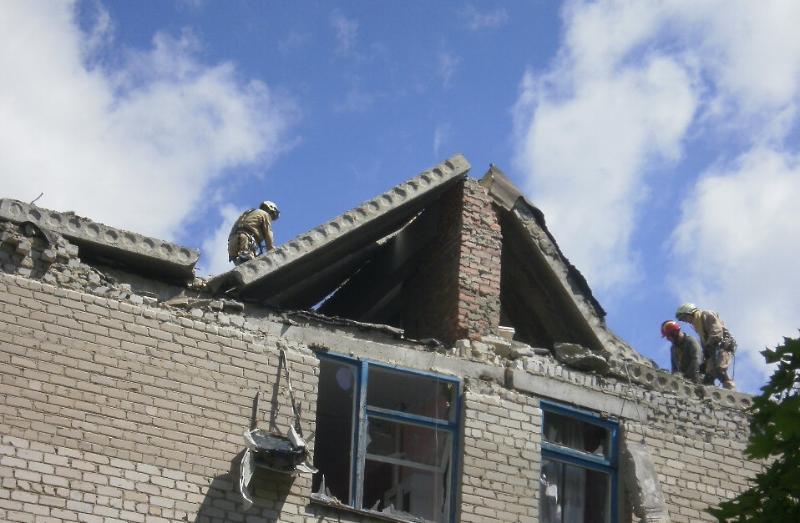 Рятувальники розповіли, як відновлюють Красногорівку після обстрілу