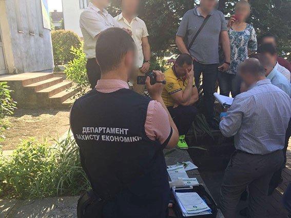 Працівники міськради на Закарпатті спіймалися на колективному хабарництві