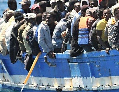 За сутки спасатели «выловили» из Средиземного моря 3,5 тысячи беженцев