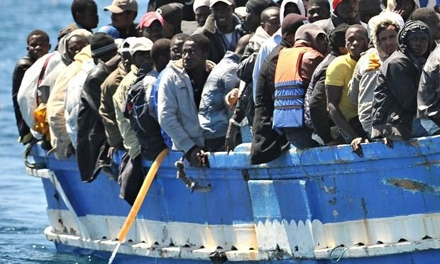 """За добу рятувальники """"виловили"""" з Середземного моря 3,5 тисячі біженців"""