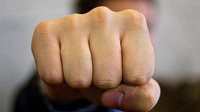 Українців приголомшила п'яна бійка депутатів зі зброєю (відео)