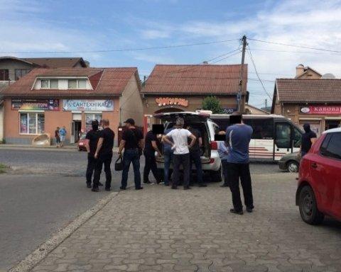Оприлюднені фото спецоперації СБУ в Мукачеві
