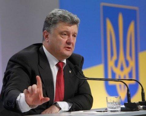 Порошенко в День Севастополя пожелал городу вернуть украинский флаг и гимн