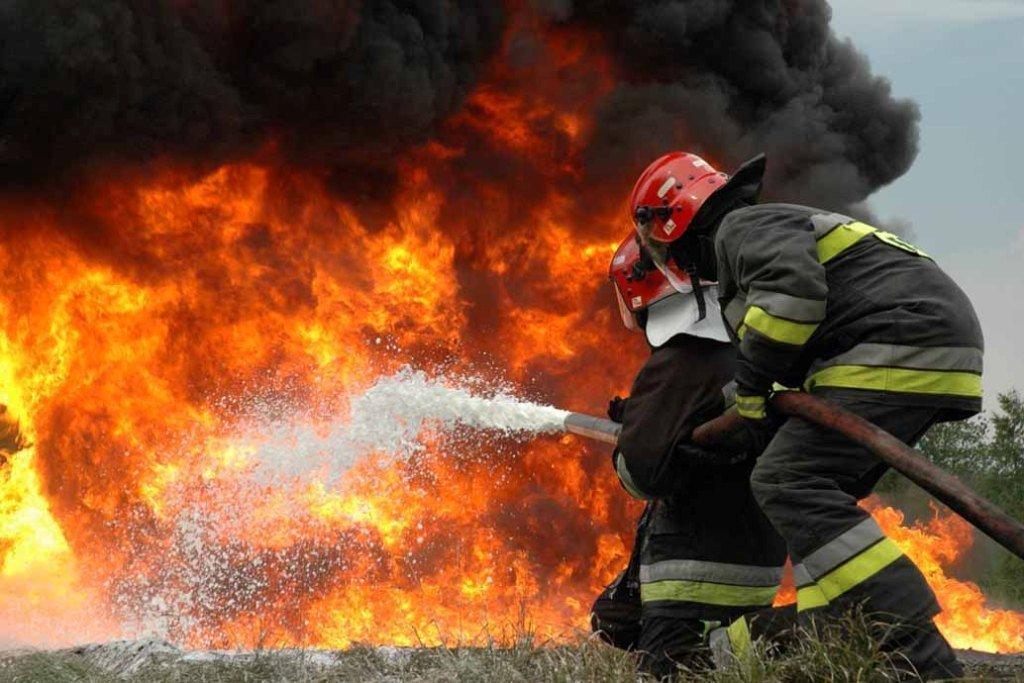 Страшный пожар в Киеве: горела многоэтажка, есть пострадавшая