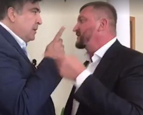 »Ты мерзкий подонок!»: Опубликовано видео, как Саакашвили полез драться к Петренко