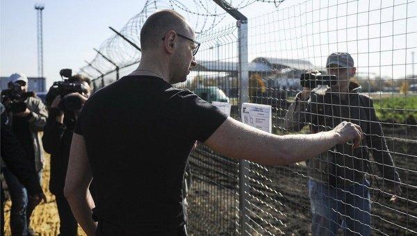 """""""Стіна"""" Яценюка: стало відомо про мільйонні розкрадання на проекті (відео)"""