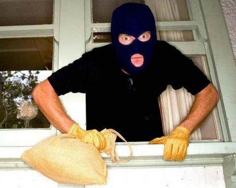 Київські копи упіймали приїжджих квартирних злодіїв по гарячих слідах