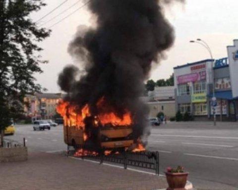 Под Киевом горела маршрутка с пассажирами: детали инцидента