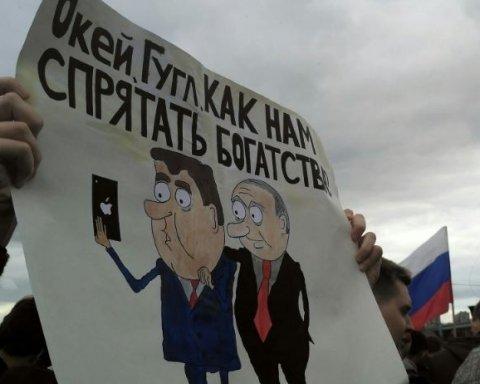 На Дні Росії почалися сутички мітингарів з ОМОНом, сотні затриманих