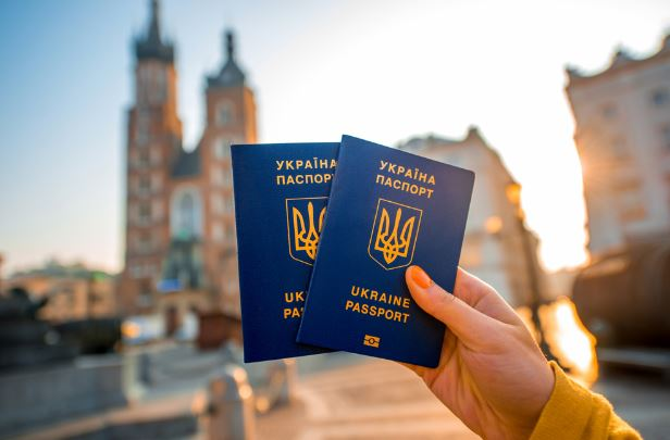 Стало відомо, скільки українців за три дні безвізу гайнуло до Європи