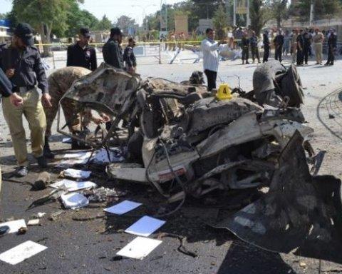 В Пакистане произошла серия терактов, погибли десятки человек
