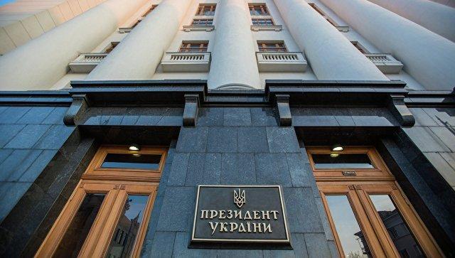 """Стало відомо, хто підсунув Порошенко """"свиню"""" з нагородженням прихильників розстрілу Майдану"""