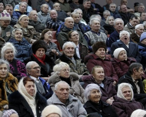 Добрались до старости: главные особенности пенсионной реформы от Гройсмана
