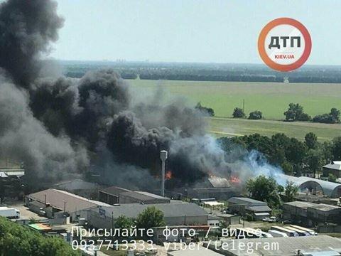 Под Киевом вспыхнули склады с топливом, обнародованы фото