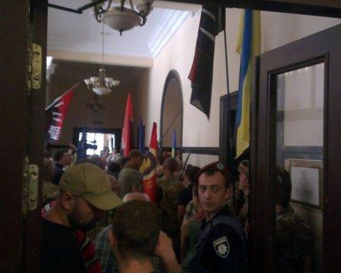 Депутати Київради побилися з поліцією, оприлюднені фото