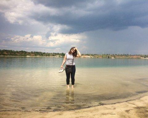 Отдых под обстрелами: соцсети поразило фото пляжа в прифронтовой Авдеевке