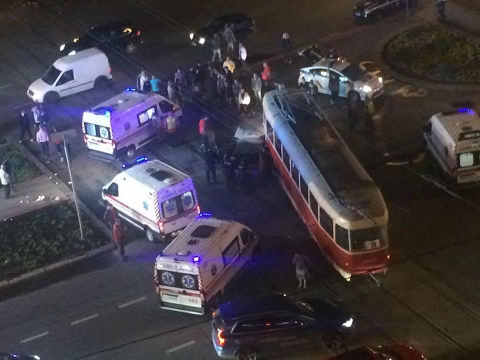 Нардеп, который вынес Яценюка, снес трамвай с рельсов, обнародованы фото