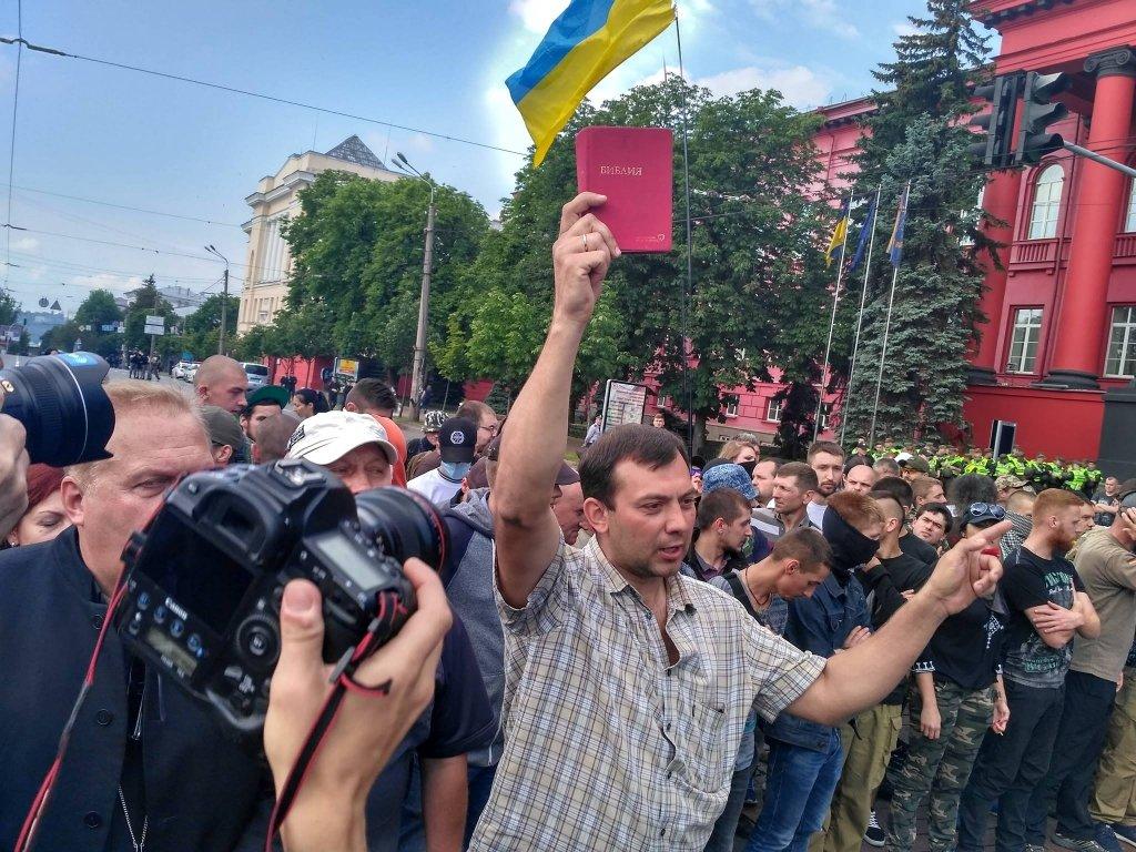 Радужное настроение: представители ЛГБТ устроили в Киеве яркое зрелище