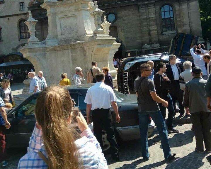 Уцентрі Львова джип врізався унатовп, є жертви
