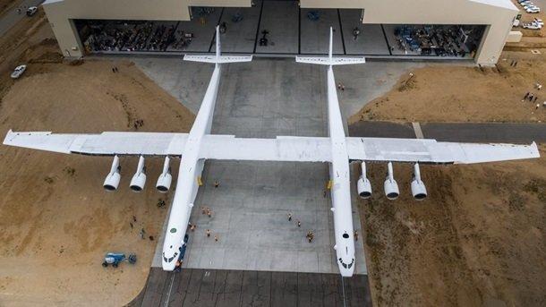 Один із засновників Microsoft представив найбільший літак усвіті