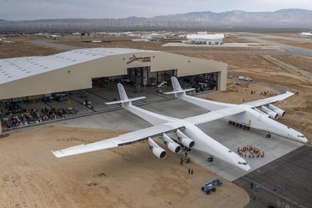 Показали найбільший літак всвіті