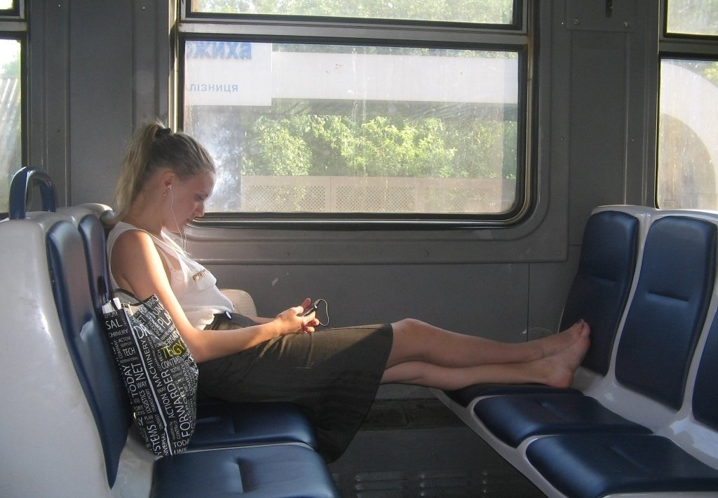 devushki-v-transporte-v-kontakte