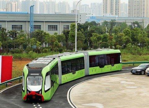 В Китае создали беспилотный трамвай без рельсов, обнародовано видео