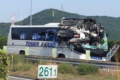 У Японії сталося жахливе ДТП з туристичним автобусом