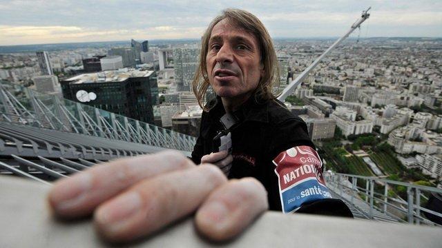 Французький скелелаз забрався на хмарочос за 20 хвилин, опубліковано відео