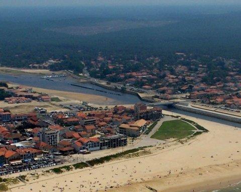 На побережье Франции вынесло более полутора тонн кокаина