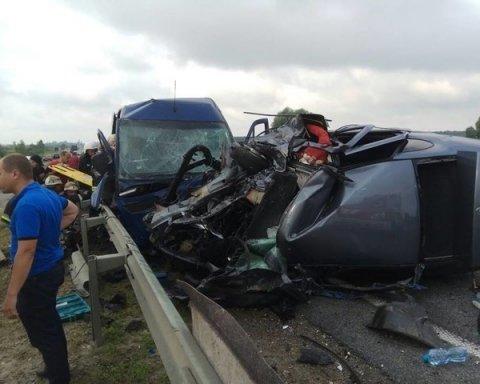 Масштабное ДТП на трассе Киев-Чоп с пассажирским автобусом, есть погибшие и раненые