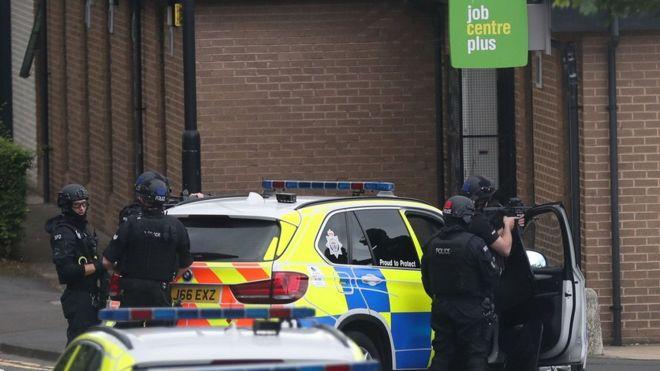 У Британії озброєний чоловік захопив заручників в офісному центрі