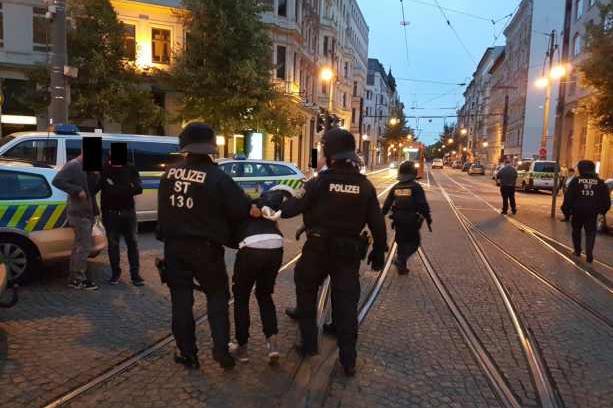 У Німеччині сталася масова сутичка мігрантів з футбольними фанатами