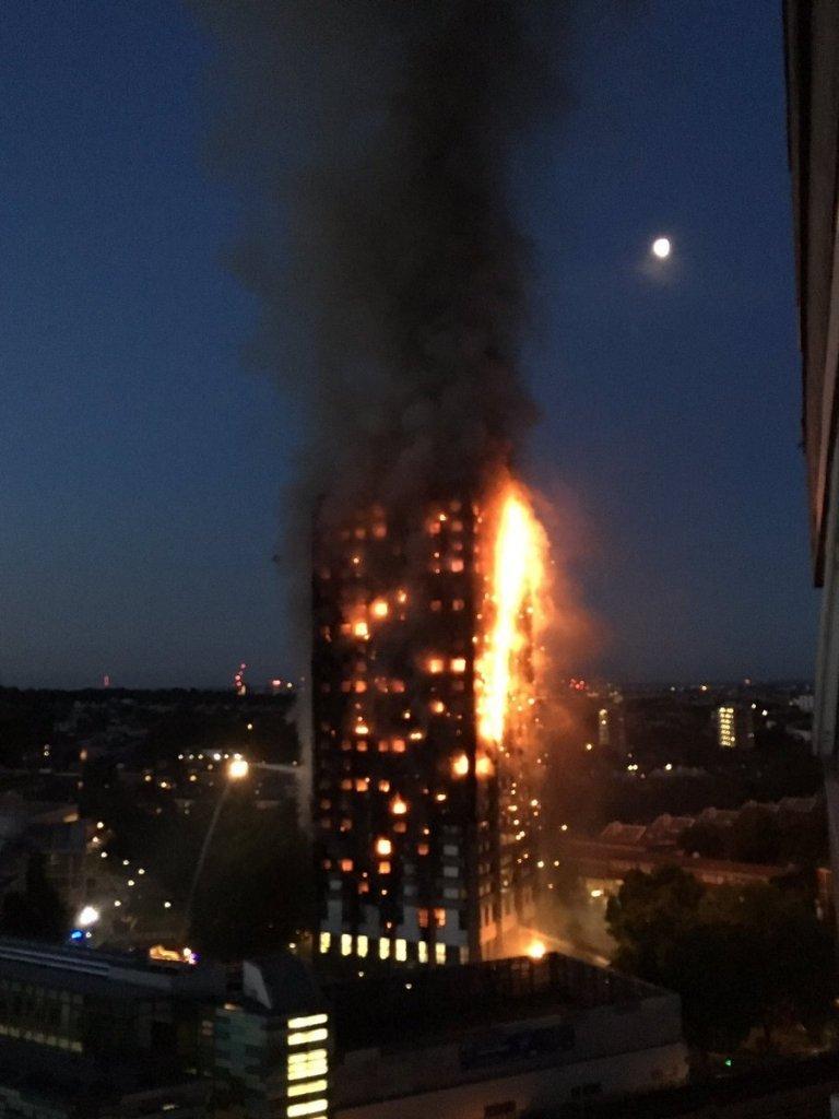 У Лондоні палає багатоповерхівка, оприлюднені фото і відео