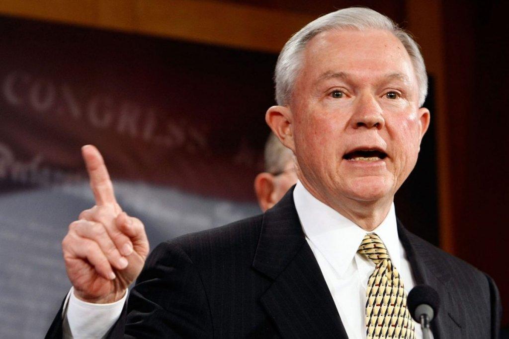 Генпрокурор США хоче щось розповісти сенату щодо Росії